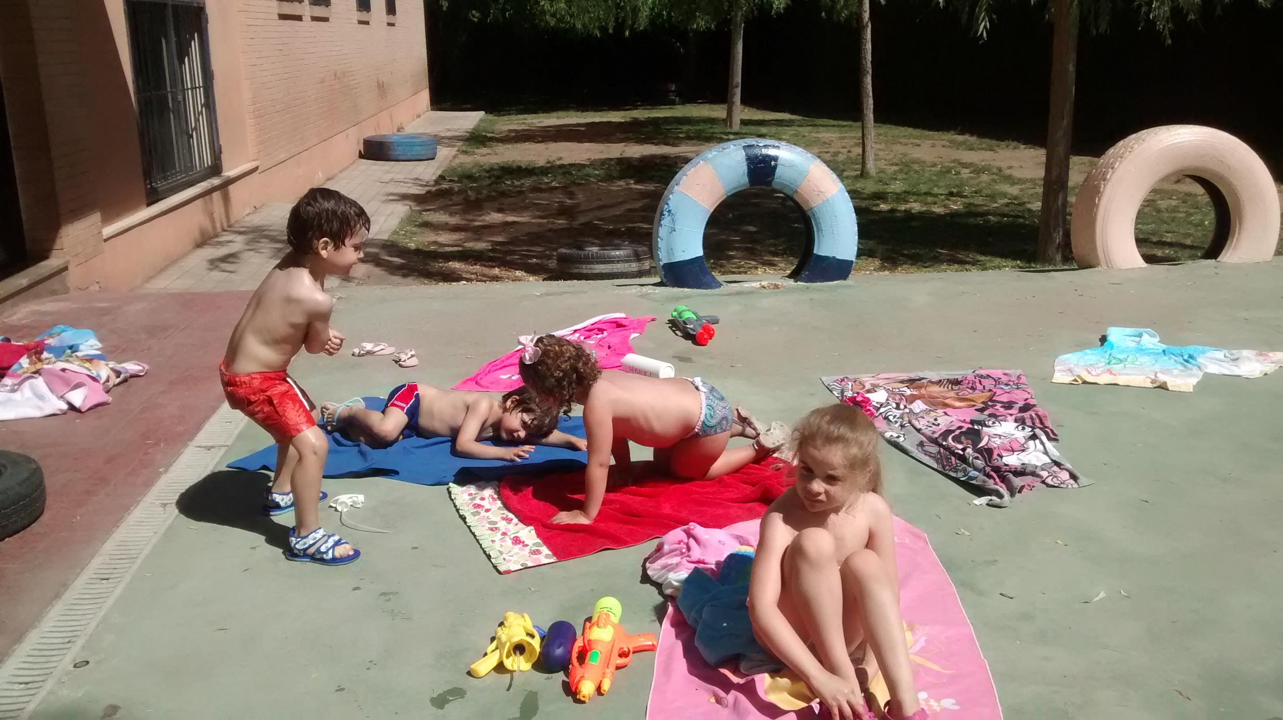 FIESTA DEL AGUA EN EL PATIO DE INFANTIL